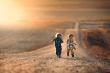 original_______boy_and_girl_running_down_the_road_20150117_1432990370